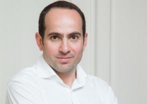 Единственным орудием Никола остается обеспечение дешевых сцен – Седрак Кочарян