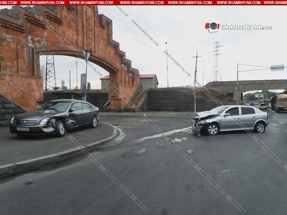 Երևանում Առինջի կամարի մոտ բախվել են Opel-ն ու Nissan-ը. վարորդները տեղափոխվել են հիվանդանոց (տեսանյութ)