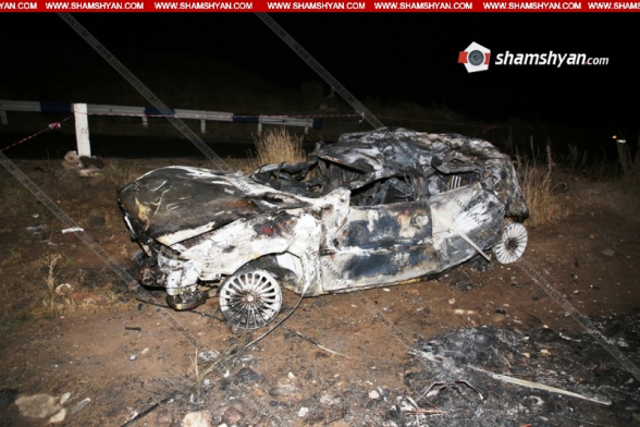 Գեղարքունիքում Opel-ը բախվել է բետոնե արգելապատնեշին ու մի քանի պտույտ շրջվելով՝ հայտնվել ձորում. մեքենան վերածվել է մոխրակույտի. 2 զոհերից մեկի դին հայտնաբերվել է կիսամոխրացած (տեսանյութ)