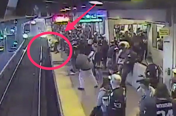 Կայարանի աշխատակիցը փրկել է ուղևորին՝ մոտեցող գնացքի տակ ընկնելուց մեկ վայրկյան առաջ