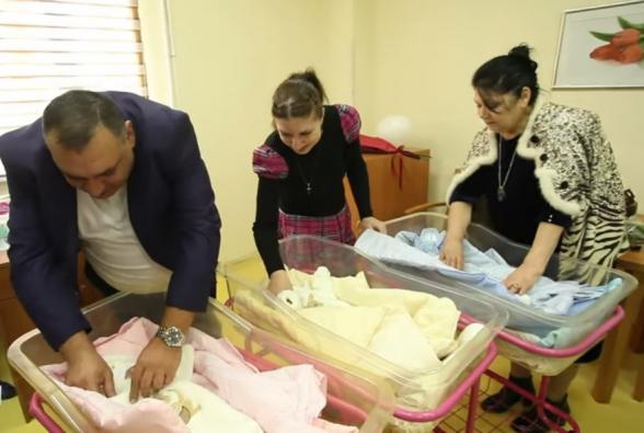 Երևանում շատ փոքր քաշով ծնված եռյակը դուրս է գրվել հիվանդանոցից