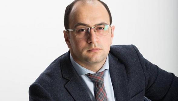 Պաշտոնյան, ով նաև արտաքին քաղաքականությամբ պետք է զբաղվեր, որոշեց խարխլել #սուտնիկոլի տիտղոսը և մի քիչ էլ դարձնել #սուտզոհրաբ. Հայկ Մամիջանյան