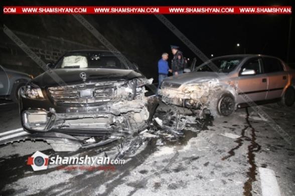 Բախվել են Mercedes 222 S 63-ը, Opel Astra-ն, Mercedes-ը. վթարի մասնակիցների մեջ էր ժողովրդին հայտնի «Նեմեց Ռուբոյի» ազգականը. (տեսանյութ)