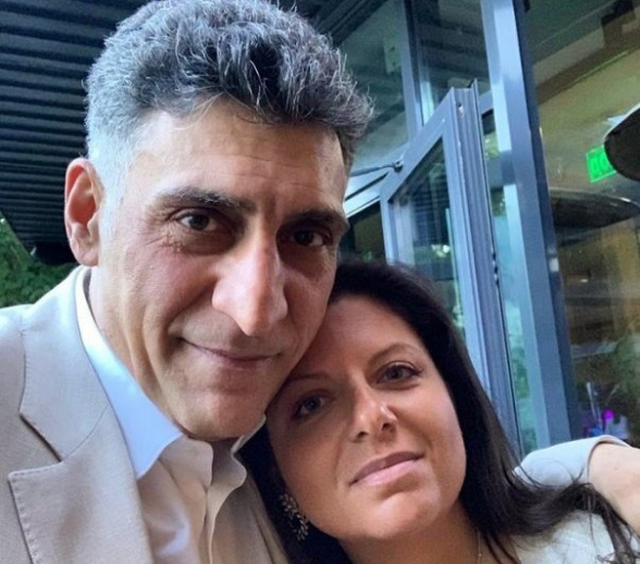 «Зартир, лао»: Маргарита Симоньян и Тигран Кеосаян поют армянские патриотические песни (видео)