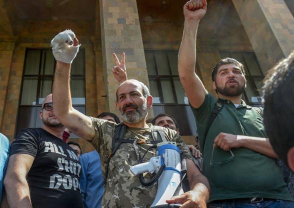 Когда утихает революционная шумиха: Санасарян заговорил о фальсификации выборов николовцами (видео)
