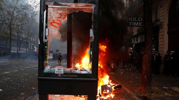 Փարիզում ոստիկանության արձակած գազային սրվակի պայթյունից թուրք լրագրող է վիրավորվել