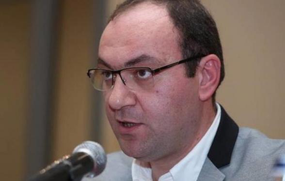Виноваты те юристы, которые дают премьеру советы – Арсен Бабаян (видео)