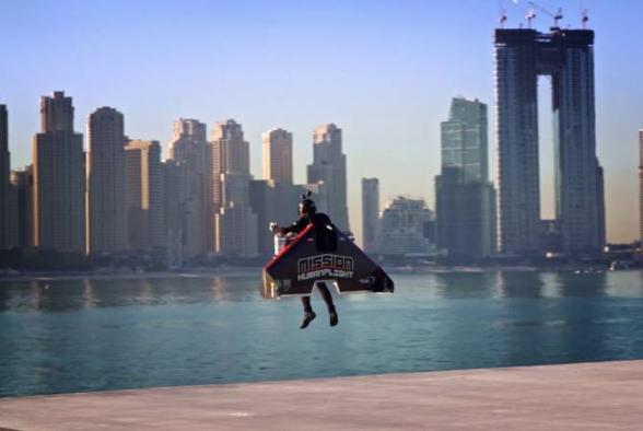 Jetman-ի օդաչուն ռեակտիվ ուսապարկով գրեթե 2 կիլոմետր օդ է բարձրացել Դուբայում