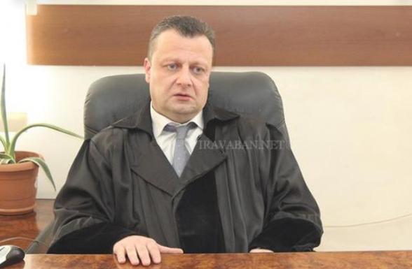 «Միայն տգետին հայտնի չէ, թե Քոչարյանի գործով վարչապետն ի՞նչ է ուզում, ի՞նչ է պահանջում և ի՞նչ է ակնկալում դատավորներից և դատարանից». Ալեքսանդր Ազարյան