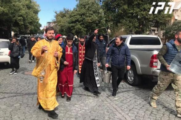 Օրհնության կարգ է կատարվել Բաթումիի փողոցներում՝ կորոնավիրուսը հաղթահարելու համար