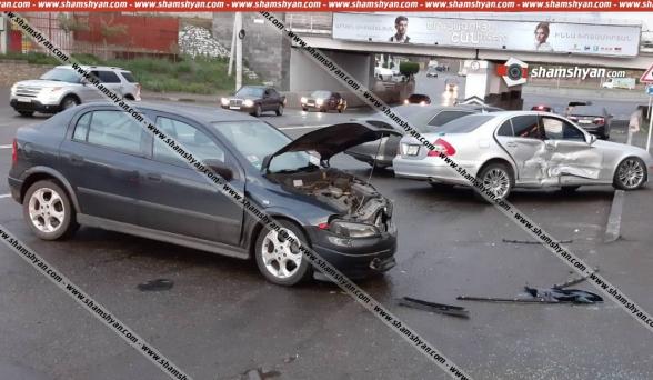 Գյումրիում բախվել են Mercedes-ն ու Opel-ը. կա վիրավոր