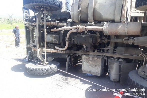 Աշտարակ-Արուճ ավտոճանապարհին «ԿամԱԶ» մակնիշի ավտոմեքենան դուրս է եկել երթևեկելի հատվածից և կողաշրջվել․ կա տուժած (տեսանյութ)
