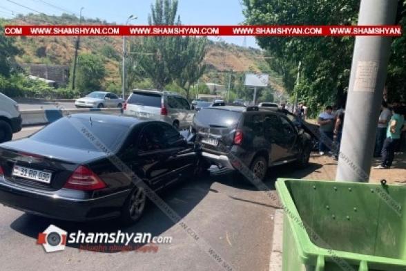 Երևանում «Արքայաձոր» ռեստորանի դիմաց Mercedes-ը բախվել է Renault-ին, վերջինս, առաջ ընթանալով, բախվել է Lexus-ին, Renault-ի վարորդը վրաերթի է ենթարկվել