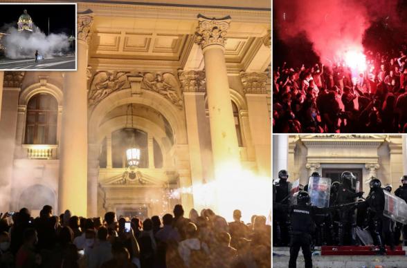Daily Mail-ը Սերբիայում կարանտինի խստացման դեմ բողոքի ակցիայից բացառիկ լուսանկարներ և տեսանյութեր է հրապարակել (լուսանկար, տեսանյութ)