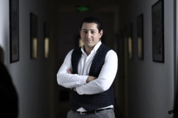 Երևանում թալանել են «Քառյակ Մեդիա» ընկերության տնօրենի Mercedes-ը