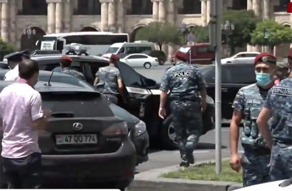 Կառավարության մոտից բերման է ենթարկվել 10 անձ