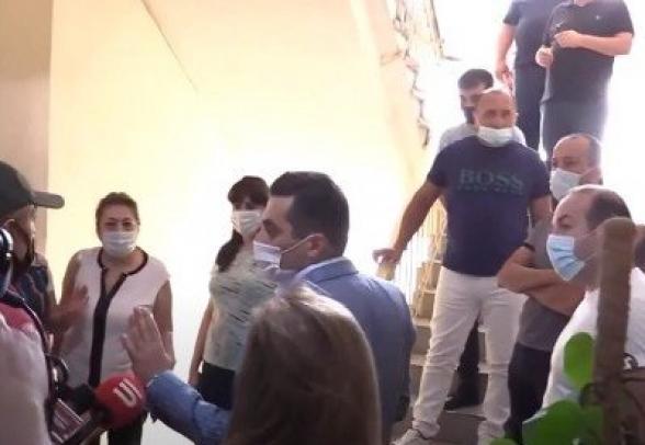 Արաբկիրի թաղապետը 150 տոկոսի չափով պարգևատրվել է. թաղապետարանի աշխատակիցների բողոքը