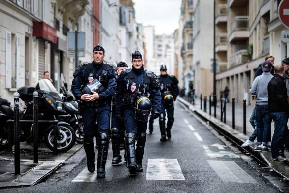 На юге Франции несколько дней продолжаются беспорядки с участием полусотни человек