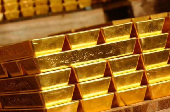 Цена на золото впервые в истории превысила 2000 долларов за унцию