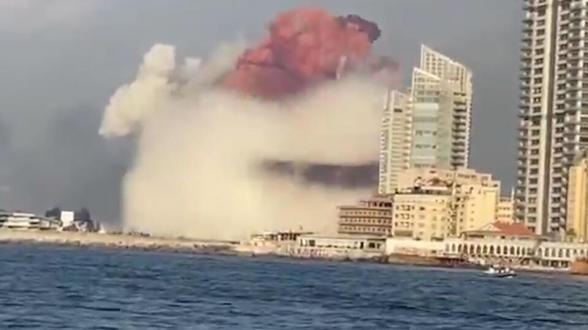 Бежать и прятать детей: реакцию ливанцев на взрыв записали видеокамеры