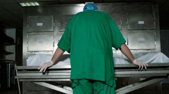 Կորոնավիրուսից մահացածների դիահերձարանում. «Սև տոպրակների մեջ, գետնին, ոտքերի տակ ընկած դիակներ էին»