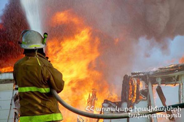 Հրդեհ Զովունի գյուղում․ այրվել են անասնագոմի տանիքի փայտյա կառուցատարրերը (35 քմ), տանիքում կուտակած 50 հակ անասնակեր և տախտակներ