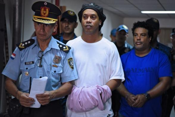 Роналдиньо избежал тюрьмы из-за въезда в Парагвай по поддельным документам