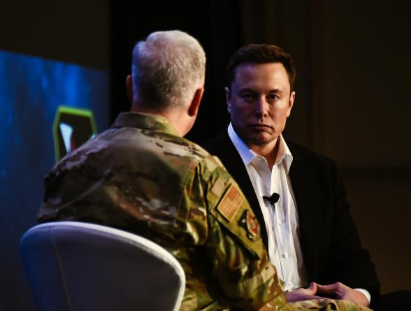 Пентагон заплатит Илону Маску больше $300 млн за запуск своих спутников
