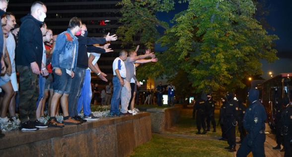 Акция протеста в Минске вылилась в столкновения с ОМОН (видео)