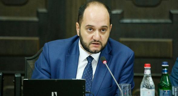 Араик Арутюнян считает, что граждане Армении не должны служить в Арцахе (видео)