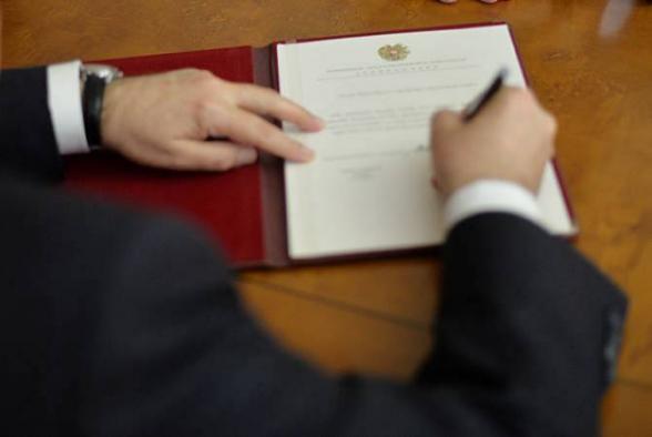 ՀՀ նախագահն ԱԱԾ տնօրենի երկու տեղակալ է նշանակել