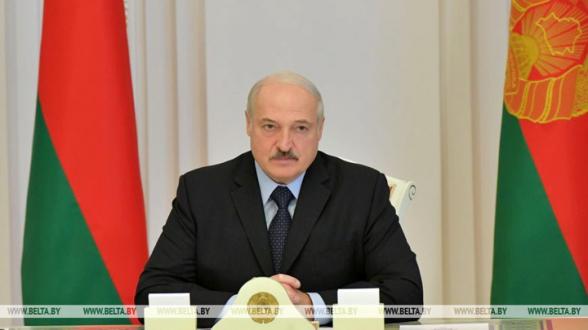Лукашенко: «Я живой и не за границей» (видео)