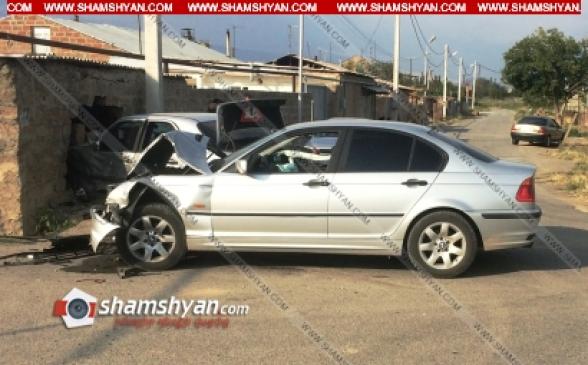 Արմավիրի մարզում բախվել են BMW-ն ու Mercedes-ը, վերջինն էլ փլուզել է քարե պարիսպը. 7 վիրավորների մեջ կան երեխաներ