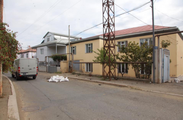 Հարձակման առաջին րոպեներին Ադրբեջանը «Գրադի» 122 մմ-անոց արկ է արձակել Ստեփանակերտի բնակելի թաղամասի վրա (լուսանկար)