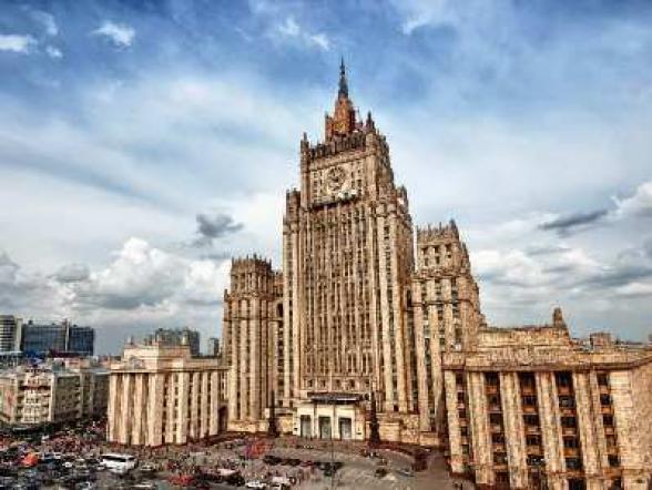 Մոսկվայում Հայաստանի և Ադրբեջանի դեսպանների մեքենաները ՌԴ ԱԳ նախարարության բարձրահարկ շենքի մոտ են