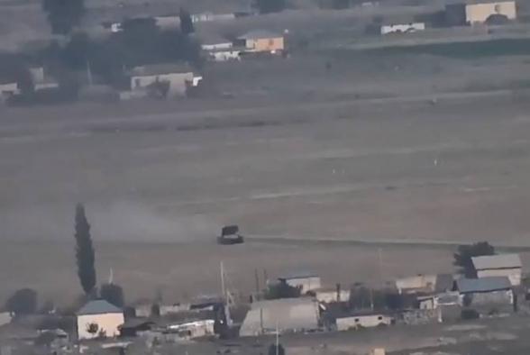 Азербайджан размещает тяжелые огнеметные системы «ТОС-1А» в селах, превращая свое население в живой щит (видео)