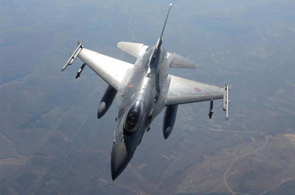 ВВС Азербайджана наносят удары по позициям Армии обороны на севере, в воздухе находятся турецкие истребители F-16