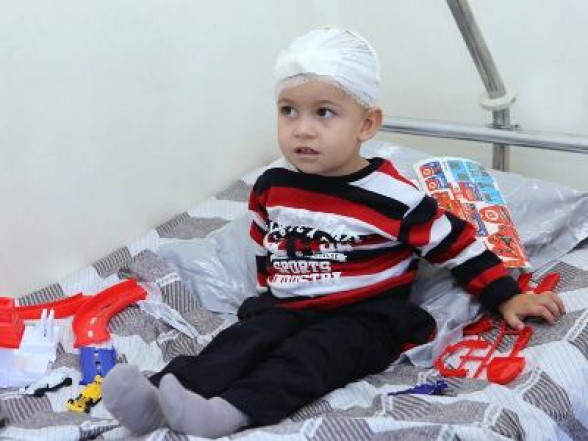2-летний Арцвик, раненый в результате тяжелого обстрела Мартуни, уже выписан из больницы