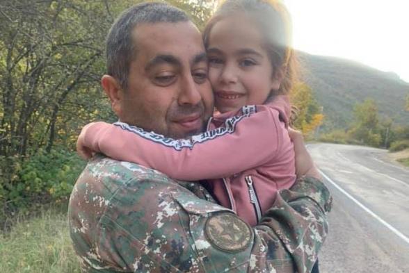 Լուսանկարի աղջիկը սյունեցի Վանեսան է, 24 օր չէր տեսել հորը