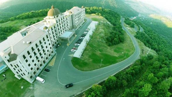 Ծաղկաձորում գտնվող գերթանկարժեք հինգաստղանի «Գոլդեն Փելիս» հյուրանոցը գնորդ չունի․ «Ժողովուրդ»