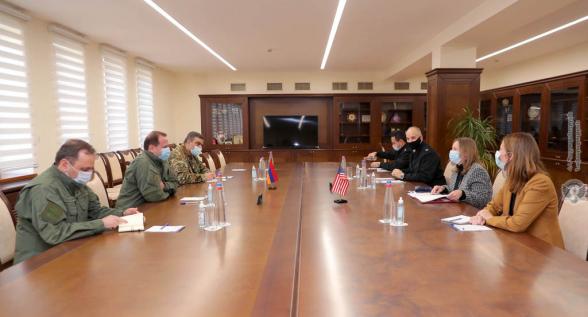 Министр обороны Давид Тоноян принял посла США в Армении Линн Трейси