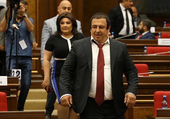 Совет парламента Армении решил обратиться в КС по поводу лишения Гагика Царукяна депутатского мандата