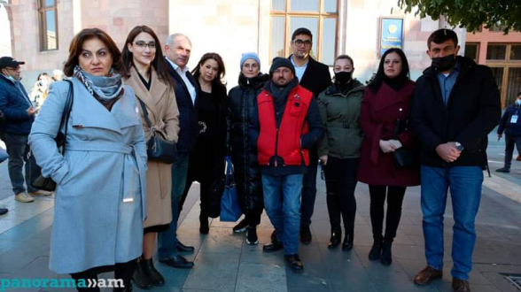 Редакторы СМИ посетили проводящего голодовку Гегама Манукяна (видео)