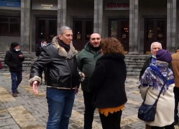 Մտավորականները երթով գնացին Ֆրանսիայի դեսպանատան մոտ (տեսանյութ)