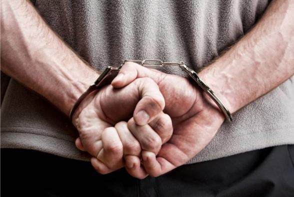 41-ամյա տղամարդը կալանավորվել է՝ զինծառայողի բուժման, գերությունից ազատելու պատրվակով գումար հափշտակելու մեղադրանքով