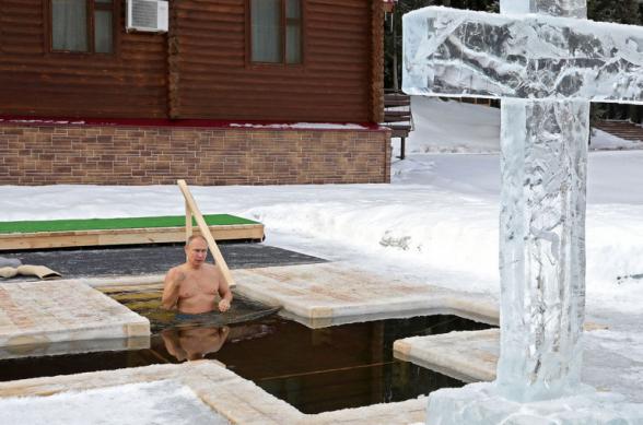 Պուտինը Քրիստոսի Մկրտության տոնի կապակցությամբ ընկղմվել է սառցաջրի մեջ
