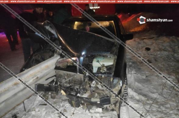 Վայոց ձորում Mercedes-ը մխրճվել է երկաթե արգելապատնեշի մեջ. վարորդի 5-ամյա տղան տեղում մահացել է