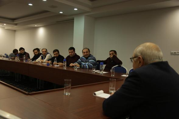 Վազգեն Մանուկյանն այսօր հանդիպել է մի խումբ համախոհների հետ (լուսանկար)