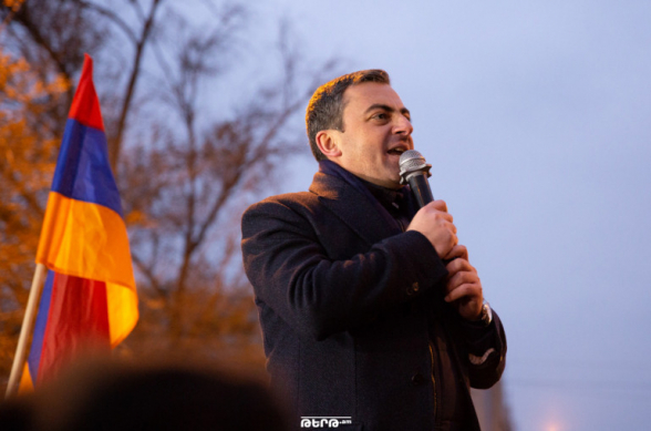 «Если в следующий раз перейдут красную черту, получат ответ»: Ишхан Сагателян – полицейским (видео)