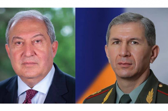 Президент Армении отправился в Генштаб ВС, где встретился с Оником Гаспаряном